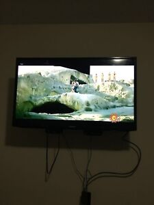 40 inch Samsung LED TV with slight crack in working condition
