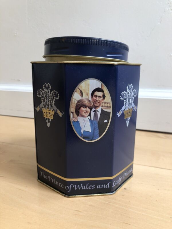 Lady Dianna & Prince Charles 1981 Royal Wedding Gift Pack Tin Commemorative