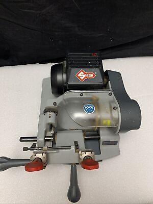 Ilco 045 Speed Manual Key Machine 110v Ac Hz60 - Used G946