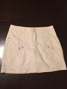 Jupes short (une blanche et une beige) grandeur 10