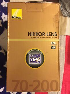 Nikon AF-S Nikkor 70mm-200 mm f2.8G ED VR II lens