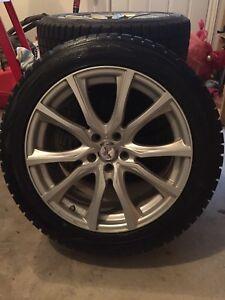 Pneus et roues (mags) d'hiver 235/50/18 - excellente condition