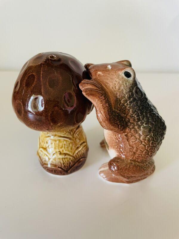 Frog Toad and Mushroom Salt and Pepper Shaker Set PRISTINE Made In Japan