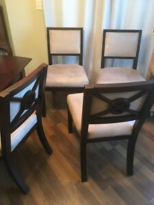 4 Cottswood Chairs And A Table