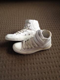 ***Converse Women's Leather Chucks size 5.5*** Miranda Sutherland Area Preview