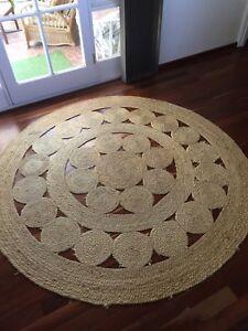 Round jute floor rug 2.1m in diameter.