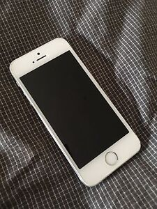 iPhone 5s 16gb (white and silver) Ormond Glen Eira Area Preview