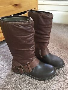 Bogs brown leather boots. Size 8