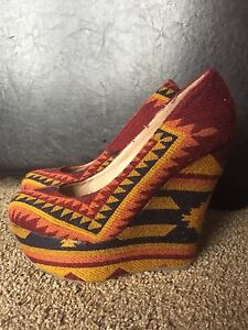 Steve Madden aztec print wedge shoes size 7