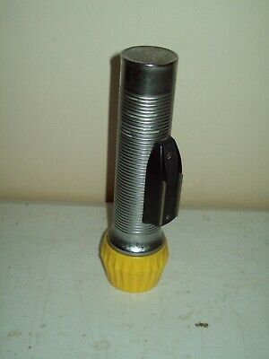 vintage Eveready union carbide aluminum ribbed flashlight American made working