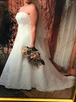Pre-loved wedding dress and veil