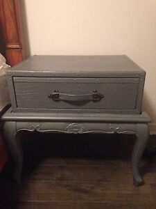 2 matching side tables or night tables  West Island Greater Montréal image 1