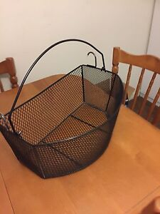 Wire bicycle basket
