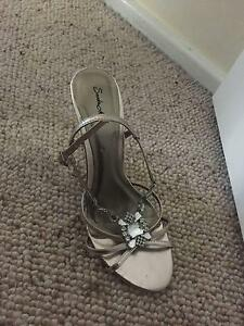 Sandra Miller ladies bling platinum heel sandals - 7 AU size Oxley Vale Tamworth City Preview