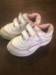 Three pairs of toddlers shoes (8/9)