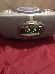 JensenJCR-520 Portable Stereo CD Player with AM/FM Radio alarm clock
