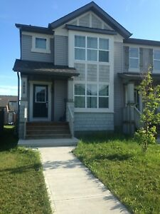 Beautiful Duplex close to Airport