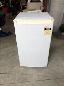 White bar fridge, 115L