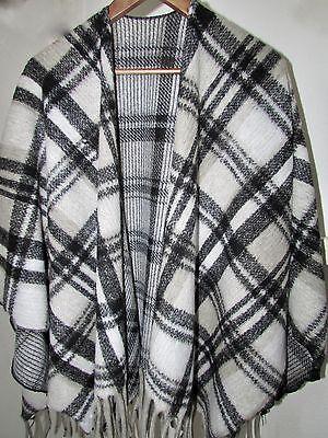 Damen Poncho Cape Schal Tunika Umhang Oversize 100% Wolle schwarz/weiß kariert