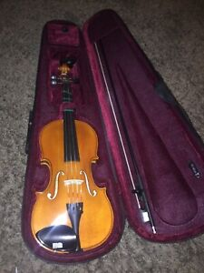 Full size violin *MINT CONDITION*