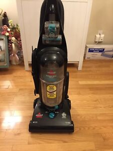 Bissell Helix 82H1C Upright Bagless Vaccum