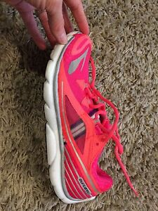 Brooks Size 7.5 Women's Running Shoes Kitchener / Waterloo Kitchener Area image 2