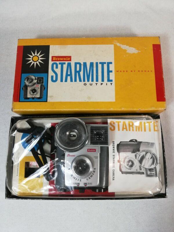 VINTAGE Kodak Brownie Starmite Camera outfit w/box  1960s Camera Untested