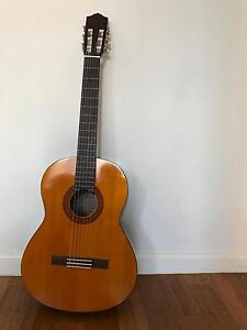 Yamaha c40 guitar with tutorial DVDs Leeton Leeton Area Preview