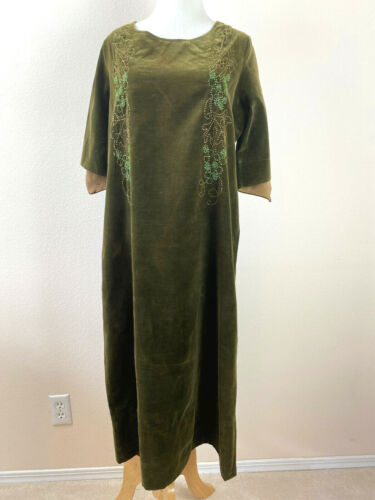 70s Haute Couture Velour Dress Trapeze Cut Midi Short Sleeve Velvet Green Beaded