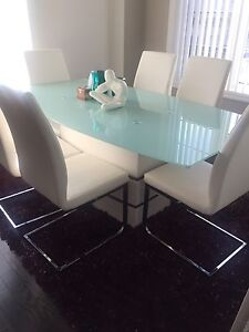 Tempered glass dining table set *LIKE NEW*