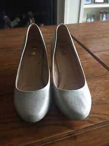 Size 6 sparkly shoes