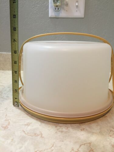Vintage Tupperware Harvest Gold Cake Taker Carrier with Handle