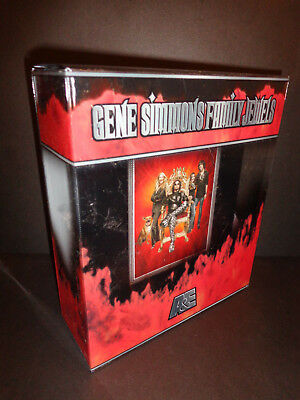 (GENE SIMMONS FAMILY JEWELS-Collector's Edition with 3 DVDs, CD and photo album)