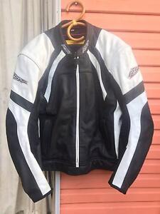 Men's Motorcycle Gear - RST Leather Jacket and Pants set Glenbrook Blue Mountains Preview