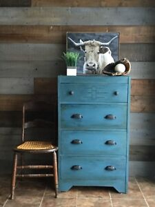 Rustic vintage dresser/ chest of drawers