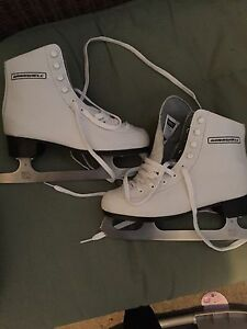 Junior Winnwell figure skates
