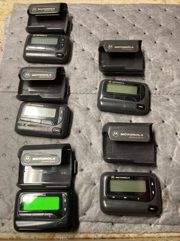 Motorola Advisor UHF 450-460 MHz Pager with clips. Read Description Below.