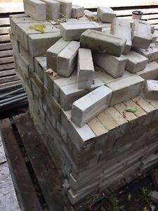 Brique de chaux blanche  50cent/brique