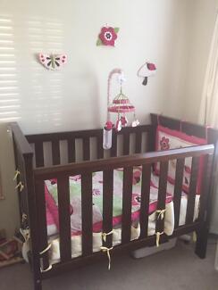 Nursery bedroom suite (baby) including linen