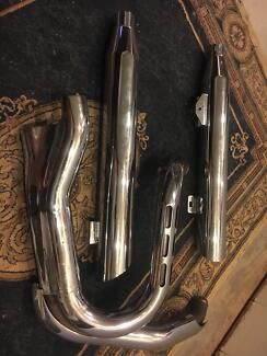 Harley Dyna Wide Glide polished exhaust pipes