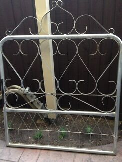 Kew ornamental steel gate