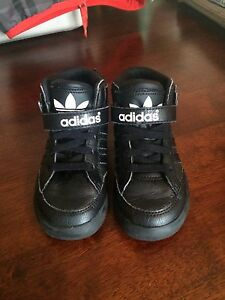Adidas size 7 sneakers