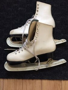 Just sharpened - Size 8 Figure Skates