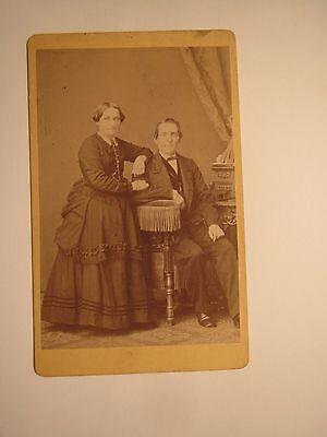 Berlin - Paar - Frau & Mann im Anzug - Kulisse / CDV