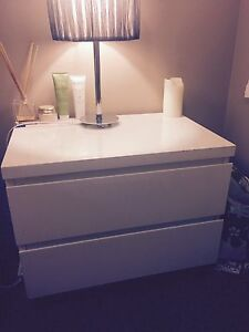 White bed side table South Windsor Hawkesbury Area Preview