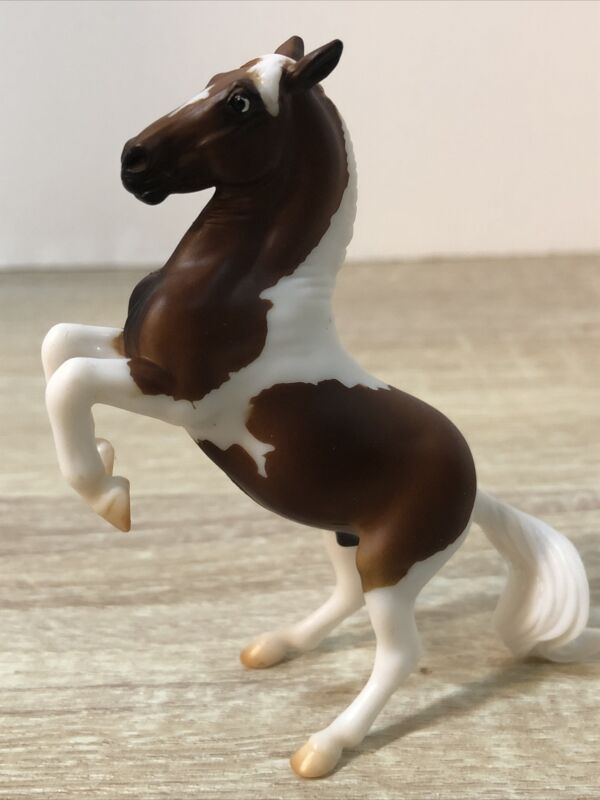 Breyer Stablemates Tobiano Chocolate Palomino from Pintos & Palominos Gift Set