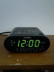 SONY DREAM MACHINE ICF-C218 AM/FM CLOCK RADIO ALARM TESTED