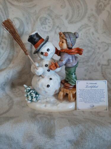 "Estate HUMMEL Goebel MAKING NEW FRIENDS #2002 SNOWMAN BOY BROOM 6 3/4""  EXC/ BOX"