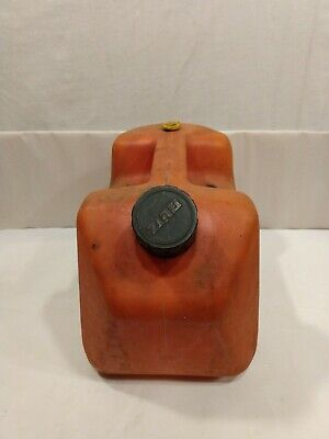 Vintage 2 Gal 8 Oz Blitz 11815 Bright Red Plastic Vented Old Type Gas Can