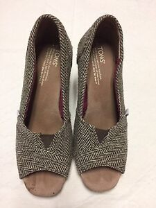 Size 7 TOMS Wedges
